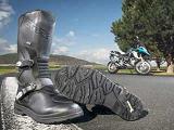 Michelin se lance dans les bottes moto.