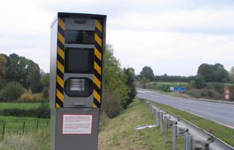 """Les radars """"double face"""" testés dans le Rhône."""