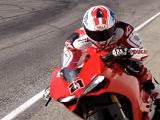Troy Bayliss est de retour en Superbike.