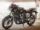 Allure sport-vintage avec la Yamaha XJR 1300 Racer 2015.
