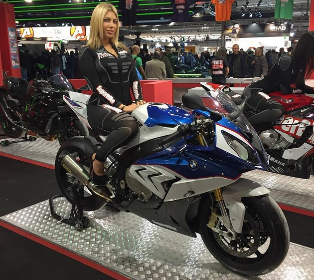 J 4 avant l 39 ouverture du salon de la moto de paris for Salon des ce paris 2015