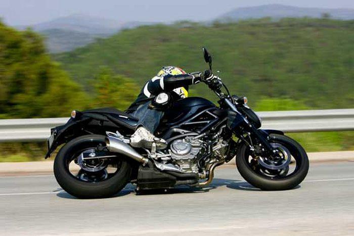 suzuki svf 650 gladius edition moto et motards 2009 galerie moto motoplanete. Black Bedroom Furniture Sets. Home Design Ideas