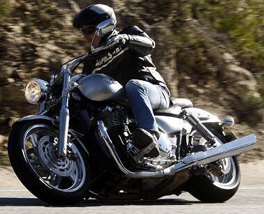 triumph 1600 thunderbird 2010 essai moto motoplanete. Black Bedroom Furniture Sets. Home Design Ideas