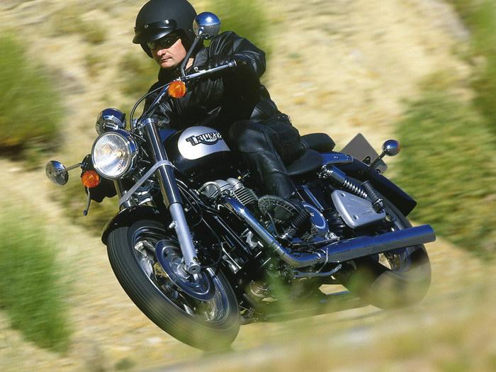 Triumph 800 BONNEVILLE AMERICA 2001 - 15.JPG