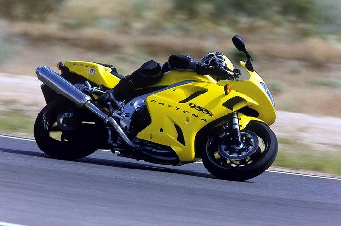 Triumph 955i DAYTONA 2003 - 10