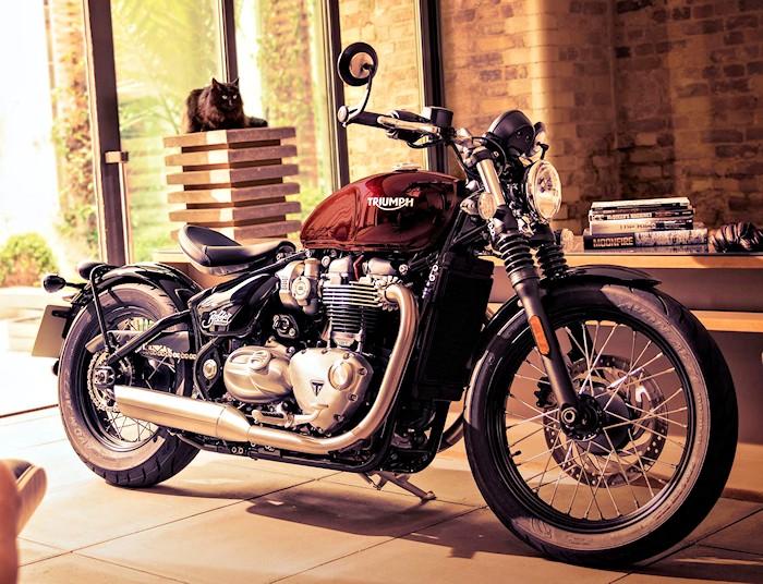 triumph 1200 bonneville bobber 2017 fiche moto motoplanete. Black Bedroom Furniture Sets. Home Design Ideas