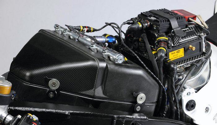 Yamaha YZF-R1 1000 Factory SUPERBIKE 2010 - 33