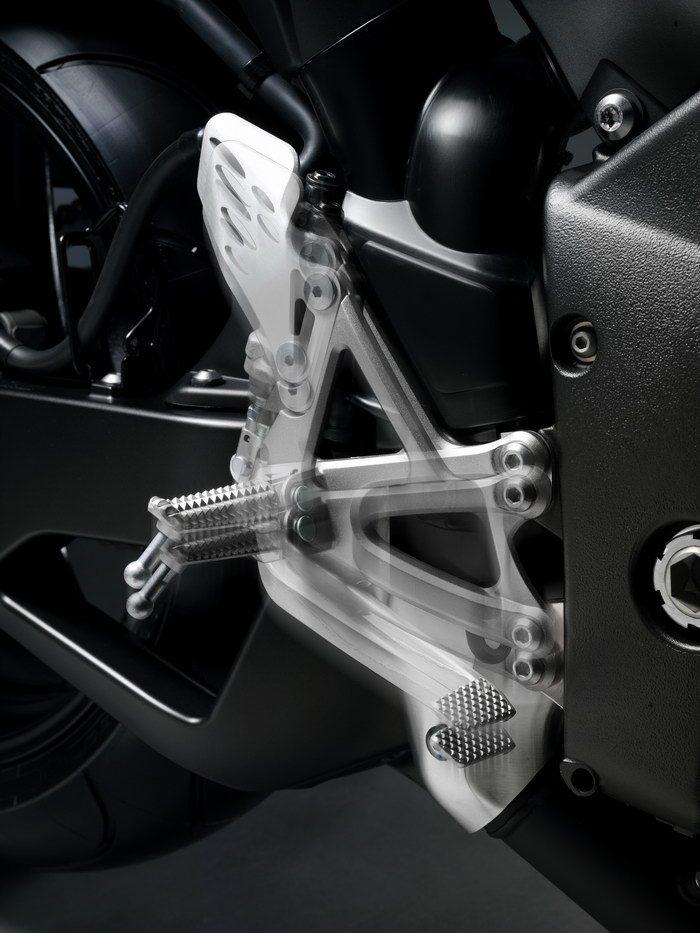 Yamaha YZF-R1 1000 SP 2012 - 3